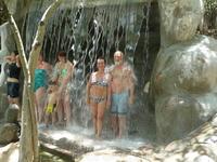 Под минеральным водопадом