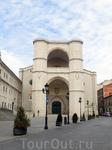 Церковь бенедиктинского монастыря одно из самых старинных зданий Вальядолида. Она строилась в период с 1499 по 1515 год и была расположена рядом с не сохранившимся Алькасаром. Построена полностью из к