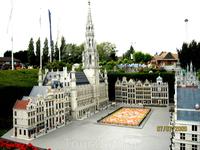 В парке Мини-Европа представлены репродукции самых красивых монументов в Европейском союзе в масштабе 1/25. Экспонируются около 80 городов и 350 зданий.