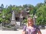 Вход в храм с возвышающимся над ним Буддой - главным буддийский храм провинции Кхань Хоа