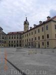 В начале 16в.замк был мало на тот, кторый мы видим сейчас.В 1583г.Николай Радзивил Сиротка начал грандиозную перестройку. Радзивил очень мнго путешествова ...