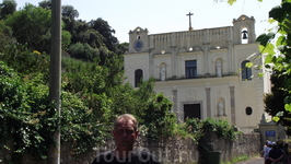 Храм Св Троицы над расколотой скалой