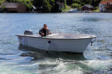 Это наша лодка, которая арендовалась вместе с домом