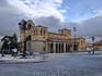 Базилика de San Vicente, в которую я влюбилась увидев ее с крепостной стены, вблизи оказалась действительно очень красивой. Считается, что именно эта базилика ...