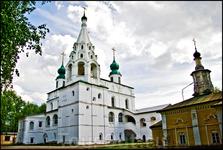 Михайло-Архангельский монастырь - один из старейших.