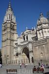 Первый камень в основание собора Толедо в 1227 году заложил Фердинанд Святой, но история его возведения началась несколько раньше. Отличавшиеся религиозным фанатизмом кастильские короли слишком рьяно