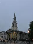 Вечер застал нас на Трафальгарской площади. Храм Святого Мартина в Полях, построенный на углу Трафальгарской площади в начале XVIII века, считается самой большой приходской церковью Лондона. Величеств
