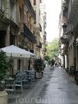На узких улочках, отходящих от площади разместилось множество кафе и ресторанчиков с разнообразной едой на любой вкус и кошелек.