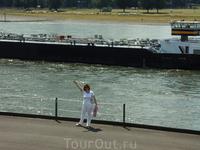 На берегу Рейна.