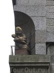Здания в Интро-Мурос часто украшены небольшими скульптурами.