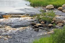 бежит река по камушкам...