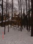 Мы приехали рано, пока музей ещё не открылся, но застали на территории виллы уже множество финских семей с детишками: все гуляли по лесу в погожий денёк ...