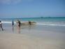 Остров Пиджеон в пределах видимости с пляжа отеля Нилавели Бич