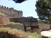 Вид на замок со стороны леса.