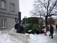 Пярну. Старый паровозик (рядом - кассы автовокзала)