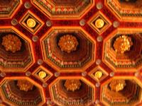 потолок в зале (смотрите предыдущее фото)