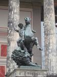 Статуя у одного из музеев на Museuminseln