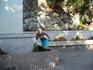 Из скалы бьют 25 ключей, холодная вода которых спускается с гор Псилоритис. Говорят, что эта вода омолаживает и приносит счастье