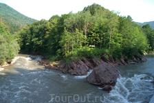 Далее по дороге на Гузерипль есть еще одно интересное место-слияние рек Белая и Киша
