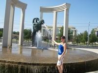 И ещё фонтан на площади Ленина.