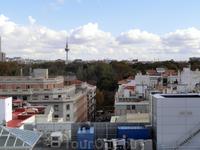 Здесь хорошо видна Faro de Moncloa - телебашня, на которой тоже есть смотровая площадка. Жаль, в этот раз не поднялись на нее, хотя и были недалеко, когда ...