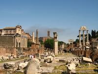 Храмы, базилики, арки, колонны - здесь совершались сделки, слушались судебные дела, устраивались народные собрания.
