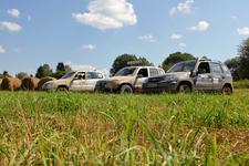 На этот раз мы забрались далеко. На одном поле мы устроили фотосессию с рулонами сена.