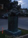 такой вот памятник в Рапалло
