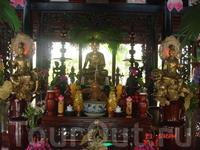 Еще одна пагода, к сожалению не знаю ее названия. Находится на высоком холме недалеко от Нячанга