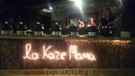 Каждый вечер в отеле проходили тематические ужины. Этот был посвящен местной кухне.