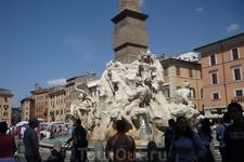 Рим.Piazza  Navona.Фрагмент фонтана 4-х рек.Титаны.