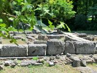 Древний город Дион, название которого происходит от Dios - Бог,  расположен у подножья Олимпа. Дион был культурным и религиозным центром Древней Македонии ...