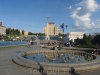Майдан Незалежности = площадь Независимости
