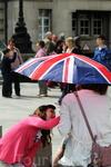 В Лондоне каждые полчаса меняется погода...хорошо что есть заботливые дети..)))