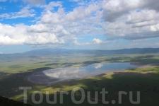 Нгоронгоро – это огромный кратер  вулкана на краю саванны Серенгети, потухший 2,5 миллионов лет назад.