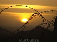 Закат над пустыней.Ночные прогулки.За колючкой-Египет