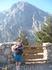 Желающие пройти по ущелью спускаются из Ксилоскало вначале по лестнице,потом по тропе. Купили билет за 5 евро,начался спуск-время пошло!
