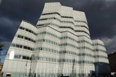 """Одно из моих любимых зданий """"IAC building"""", его построили по проекту архитектора Фрєнка Генри."""