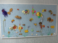 Значки, магнитики, прочие безделушки, изображающие рыбок.