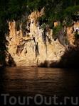 в некоторых из этих пещер живут монахи отшельники