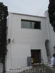 Дом Дали, касса, где можно купить билеты, налево лестница, которая ведет в дом