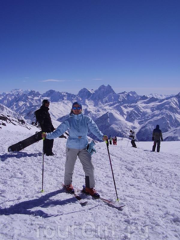 Готовлюсь к спуску с Эльбруса в первый раз!!Кто-то бы назвал меня безбашенной,потому что я стою на лыжах только 6-ой день!Но у меня невероятные ощущения от предвкушения спуска!