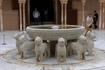 В центре ПАТИО ДЕ ЛОС ЛЕОНЕС  находится знаменитый двенадцатиугольный источник с 12 львами восточной символики, изрыгающими воду, которая течёт из главного ...