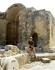 на древних развалинах
