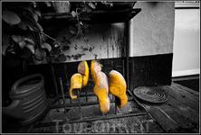 Кломпы( кломпены) – один из символов голландской бережливости – как вы понимаете, такие башмаки можно носить не один год. А даже когда они становились ...