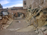 Крепостной ров, отделяющий башни Santa Catalina и San Jordi.