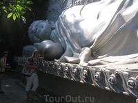 Возле спящего Будды