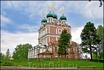 Огромный, может  несколько громоздкий,заложенный в 1688 году Введенский собор строился, согласно местным летописным сведениям, восемь лет.