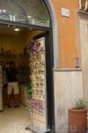 Рим. Магазин изделий  из  дерева.