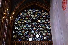 Сент-ШапельРасположенная в 1-м округе Парижа Святая капелла — Сент-Шапель (Sainte-Chapelle) — является одним из самых изысканных и примечательных памятников средневековой архитектуры. Она была пос